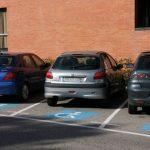 Vaya elemento: Detenido porque tras aparcar en una plaza de discapacitados, sin serlo, al ser recriminado atropella a una mujer