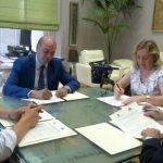 La Diputación presta su ayuda a la Asociación de Esclerosis Múltiple para el desarrollo de sus programas y terapias