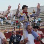 Víctor Hernández y Alvaro Sánchez abren la puerta grande de Las Cruces