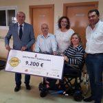 La Diputación entrega un 'cheque' de 9.200€ con la recaudación de la Paella Solidaria a la asociación de Esclerosis Múltiple