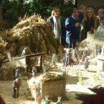 Latre inaugura el Belén del Centro San José resaltando la gran tradición belenista en nuestra provincia