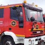 Tres adultos y dos menores de edad afectados leves por humo en el incendio de una casa en Campillo de Ranas que resultó completamente calcinada