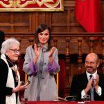 La escritora uruguaya Ida Vitale recibe el Premio Cervantes de manos del rey Felipe VI