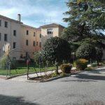Un interno del sanatorio de Alcohete provoca por segunda vez el desalojo del centro en cuatro semanas al prender fuego a su cama
