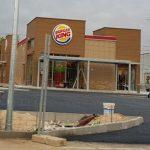 Atracan el Burger King de Azuqueca a punta de pistola y la policía cree que es una banda que roba en hoteles y restaurantes situados en accesos a la A2