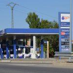 Sindicatos y consumidores rechazan la ley de gasolineras sin empleados aprobada por García Page