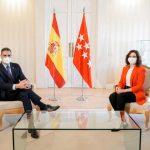 Díaz Ayuso consigue que el Gobierno de Sánchez ceda y solo cierre Madrid durante los puentes festivos, no dos semanas seguidas