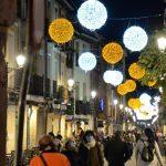 Alcalá ilumina con las luces de la Navidad sus calles y llama a reactivar el comercio pero con responsabilidad y sin aglomeraciones