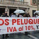 Los peluqueros y esteticistas de Guadalajara claman por una bajada del IVA para no arruinar el sector por las restricciones de la pandemia