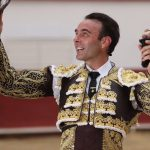 Sanidad quiere prohibir la corrida de toros que a beneficio de los trabajadores del sector taurino se celebrará en Madrid el 2 de mayo y Ayuso acusa a Sánchez de 'arruinar, encerrar y prohibir'