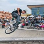 Trasladado al hospital de La Paz en Madrid un niño de 12 años que se ha caído de su bicicleta en un circuito de skate en Marchamalo