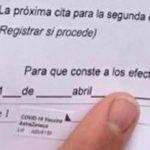 Caos, descontrol y 'día de puertas abiertas' en el centro de Salud de Pastrana con las vacunas de AstraZeneca : clientes de bares de la comarca, veinteañeros, turistas, concejales…