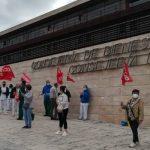 Las trabajadoras de limpieza del edificio de la consejería de Sanidad y Bienestar Social se manifiestan por el retraso en el cobro de las nóminas de la empresa adjudicataria de la Junta