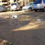 Quejas de los usuarios del aparcamiento del centro de salud Ferial Guadalajara Sur por el pésimo estado de la calzada: barro, charcos, socavones…