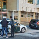 La Guardia Civil detiene a dos hombres que estaban vendiendo hachís a un menor en una calle de Sigüenza